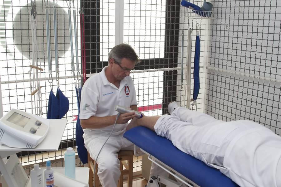 Bei der radialen Stoßwellentherapie der Zimmer MedizinSysteme GmbH wird mechanische Energie auf das Gewebe abgegeben.