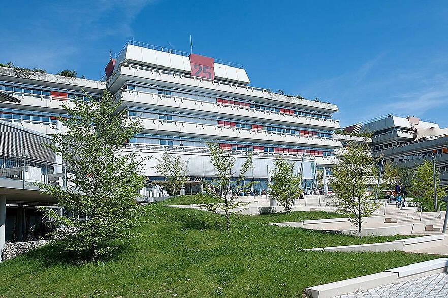 Universität Ulm unter den zehn Prozent besten Hochschulen