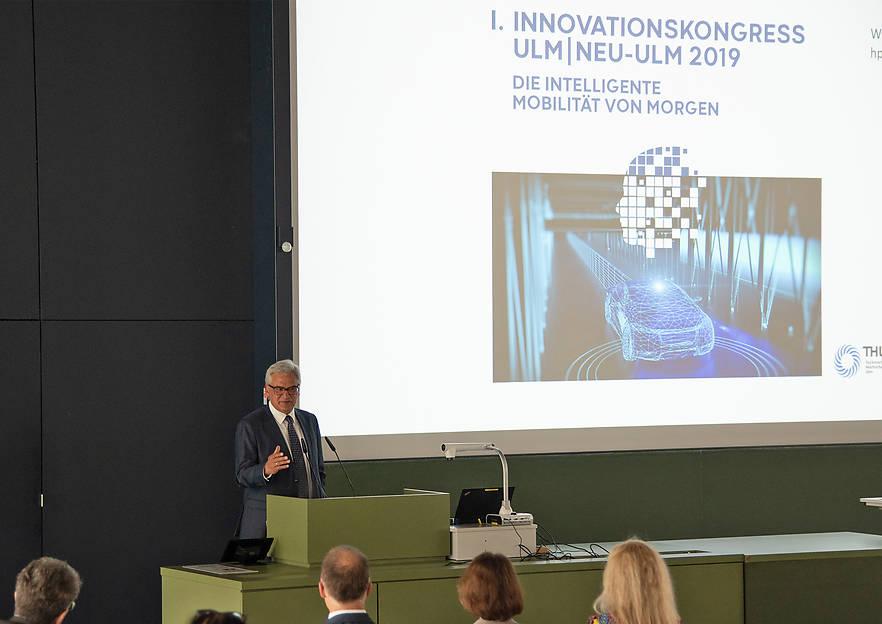 """Großer Zuspruch zum Auftakt: 1. Innovationskongress Ulm/Neu-Ulm startet mit Impulsen und Austausch zum Thema """"Die intelligente Mobilität von morgen"""""""
