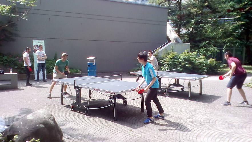 Am 13. Juli kam es im Innenhof A der Uni Ulm zu einem Aufeinandertreffen der Mitglieder des nanuuu Ping Pong Clubs.
